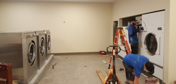 bds-laundry-systems-crew-installing-unimac-equipment